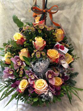 """Ανθοπωλείο flowershop.gr Χειμώνας λουλούδια σε """"Χιονισμένο"""" καλάθι."""