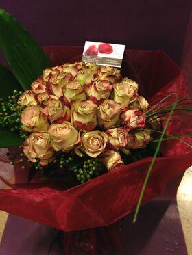 """Τριαντάφυλλα """" upper secret"""" extra + Βάζο (Ξεχωριστά ! Δίχρωμα Λουλούδια) Πολυτελές !"""