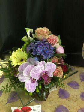 Γυάλινη Πιατέλα με Σύνθεση Λουλουδιών