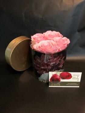 """Ανθοπωλείο. (4) τριαντάφυλλα σε """"Πολυτελές"""" κουτί 10εκ. χ 10εκ."""