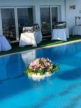Πισίνα & Τραπέζια Δεξίωσης.Διακόσμηση Καλοκαιρινού Γάμου.