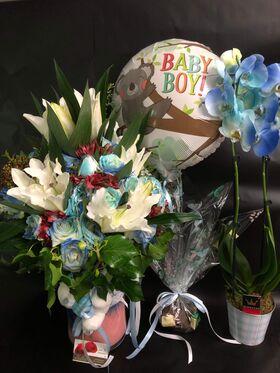 """Σύνθεση  Λουλουδιών  για νεογέννητο. """"Έξυπνο Πακέτο"""" Καλάθι + Κάρτα + Αρκούδι + Μπαλόνι + Σοκολατάκια + Ορχιδέα σε ποτ !!!"""