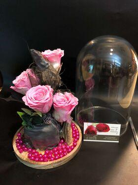 """Ανθοπωλείο. (4) Βαλσαμωμένα """"4ever"""" τριαντάφυλλα σε """"Γυάλινο Θόλο"""" Διαμ 17εκ. χ 24εκ."""