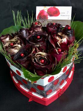 """Ανθοπωλείο. (11) τριαντάφυλλα σε """"Καρδιά"""" κουτί."""