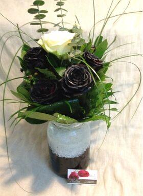 Μαύρα Τριαντάφυλλα (9) τεμ. Σύνθεση  σε βάζο.  (Βαμμένα)