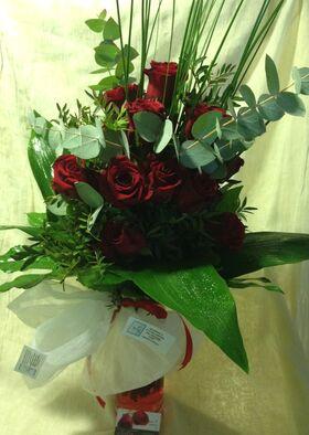 Ανθοπωλειο.Κόκκινα τριαντάφυλλα (21) τεμ. + ΒΑΖΟ!!!
