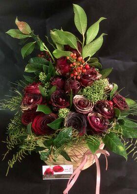 Κόκκινα χριστουγεννιάτικα λουλούδια σε καλάθι. Εορταστικό Άρωμα !!! Ιδιαίτερο.