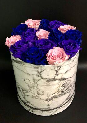 """Ανθοπωλείο. (15) τριαντάφυλλα σε """"Πολυτελές"""" κουτί 20εκ. χ 20εκ."""