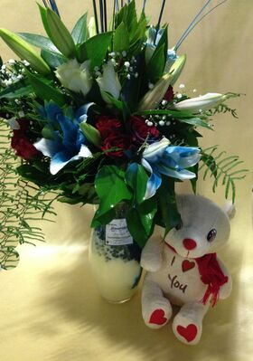 Μπλε Λίλιουμ & Κόκκινα Τριαντάφυλλα Μπουκέτο. Ανθοπωλείο Νέα Σμύρνη (Ιδιαίτερο)