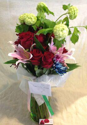 Λουλουδια σε βαζο