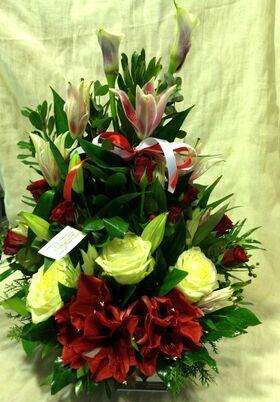 Συνθεση Με Κόκκινα & Λευκά Λουλούδια