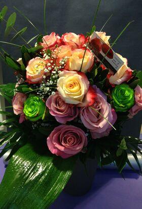 Ανθοπωλείο .Μπουκέτο με ecuador τριαντάφυλλα (24 τεμ.)