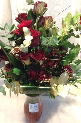 Red roses bouquet.Exclusive 30+ in vase !