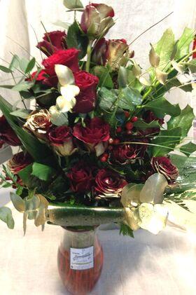 Μπουκέτο με κόκκινα τριαντάφυλλα.Πολυτελές 30+ σε βάζο.