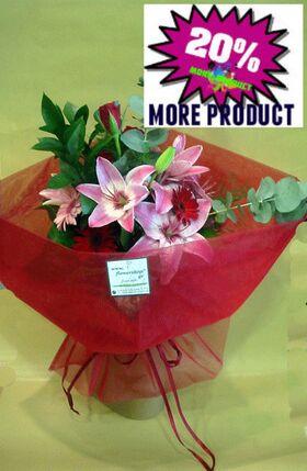 Μπουκέτο με κόκκινα και ροζ άνθη εποχής