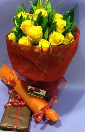 Ανθοδέσμη από (20) κίτρινα Ολλανδικά τριαντάφυλλα Α' ποιότητος με πρασινάδες (extra κρασί & σοκολατάκια)