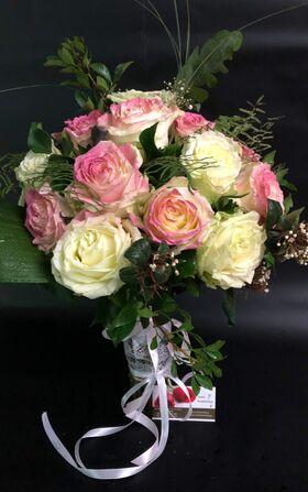 Τριαντάφυλλα Ροζ ή Λευκά (40τεμ.) Ανθοδέσμη ή Μπουκέτο Σπεσιαλ σε Βάζο.