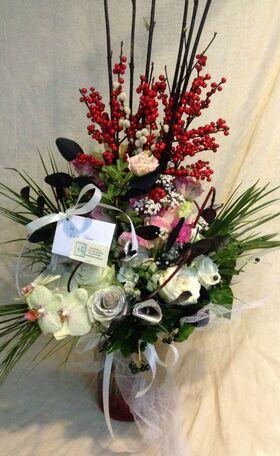 Exclusive arrangement in glass  vase.